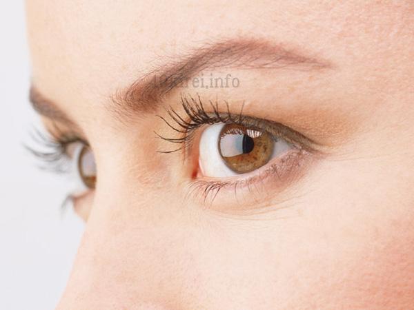 目元のシワを消す方法