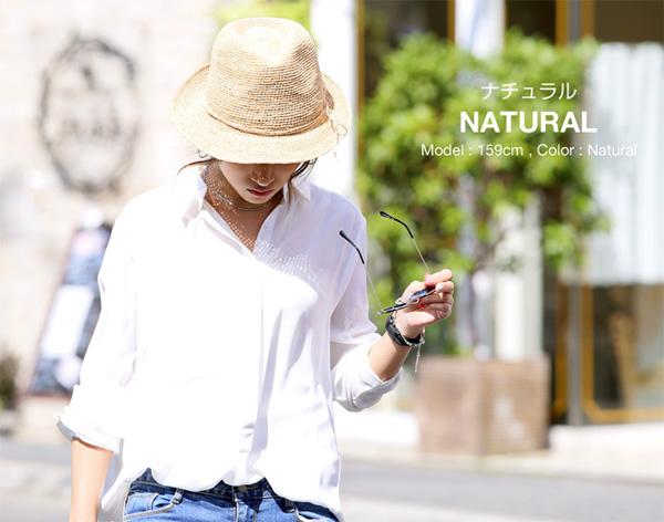 40代ファッションのラフィア素材の麦わら 帽子