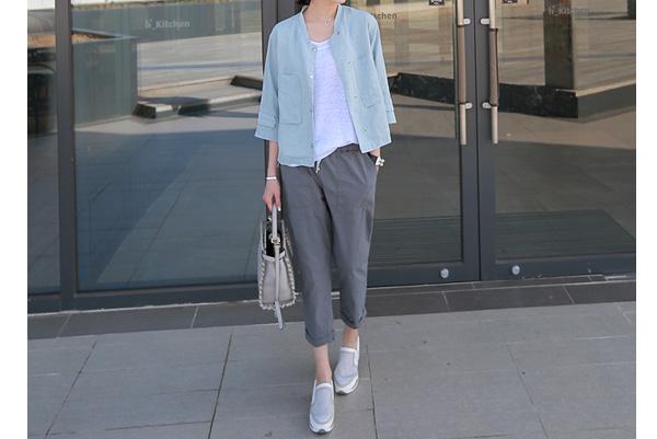 40代ファッションのリネン七分袖シンプルジャケット