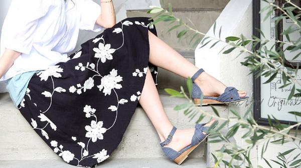 40代ファッションのお花刺繍入りスカート