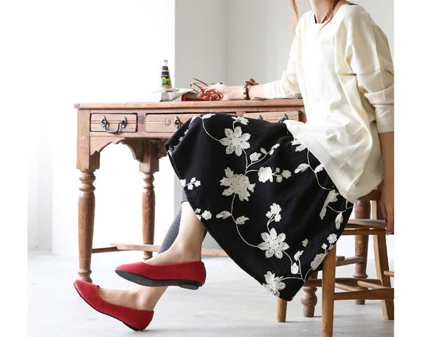 40代ファッションの花柄刺繍フレアスカート