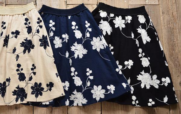 40代ファッションの刺繍フレアスカート
