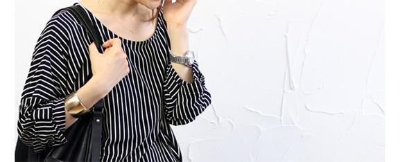 40代ファッションの袖リボンドロップショルダープルオーバー