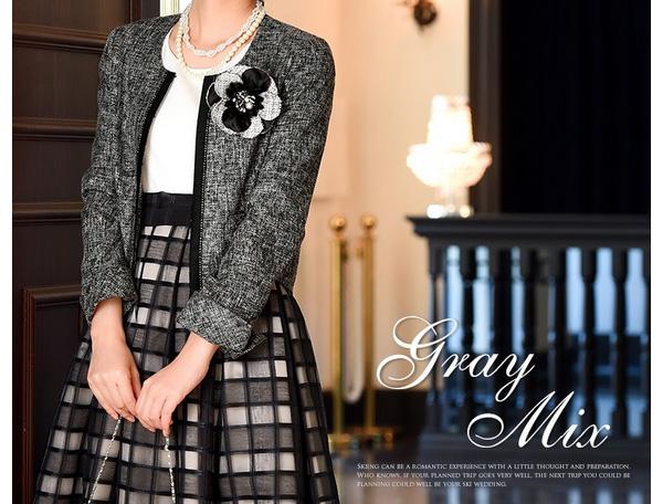 40代ミセスファッションのコサージュ