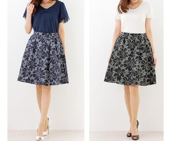 40代ミセスファッションの花柄フレアスカート