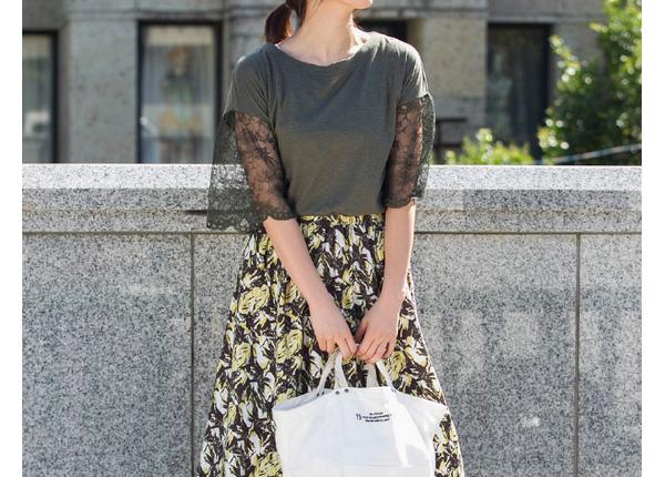 40代ミセスファッションの花柄プリントスカート
