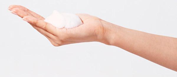 手の皮膚は顔より10年早く老ける