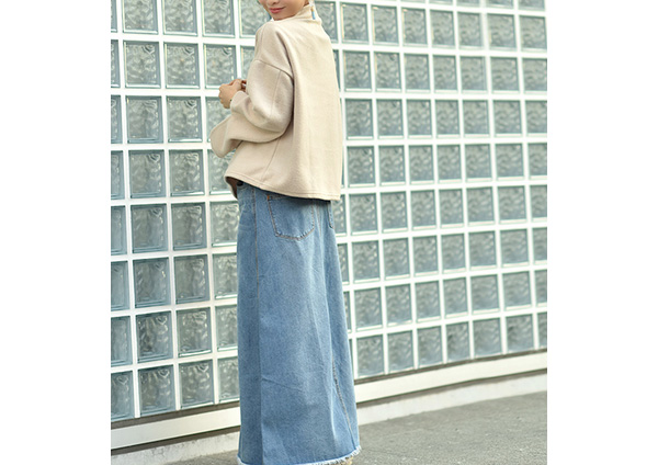 田中亜希子さん着用の裾シリットウォッシュ加工デニムロングスカート