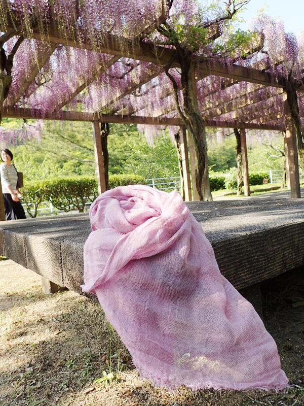 伊織の草木染めシルクボーダーガーゼストール