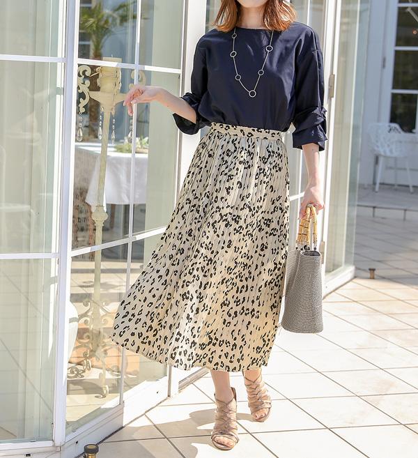 きちんと感と軽やかさのバランスが魅力のプリーツスカート